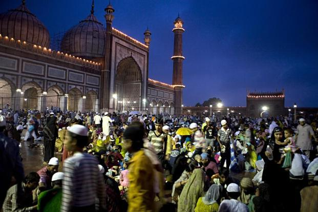 Jama Masjid during Ramzaan. Chetan Bhagat postitions himself as a young Indian Muslim angry at his exclusion from the mainstream capitalist, neoliberal project. Photo: Pradeep Gaur/Mint (Pradeep Gaur/Mint)